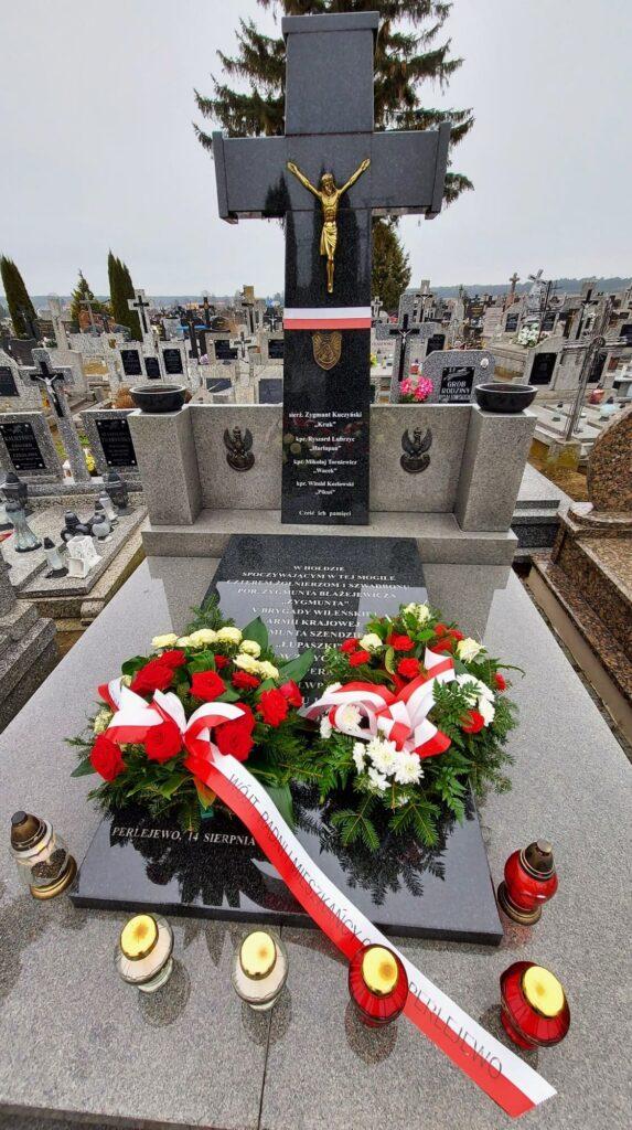 Perlejewo - pomnik poświęcony Żołnierzom Wyklętym