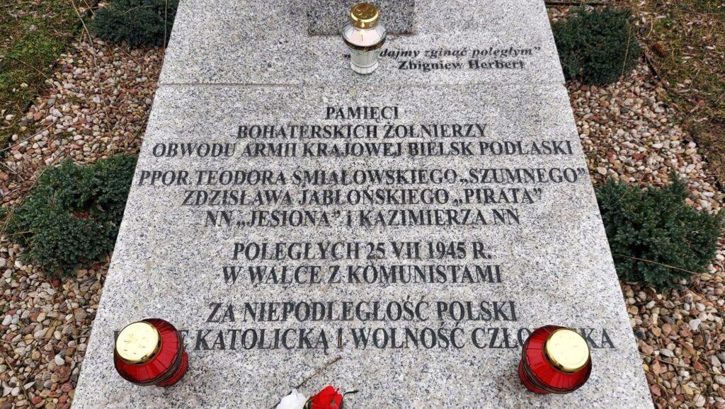 Tablica pomnika poświęconego Żołnierzom Wyklętym w Drohiczynie