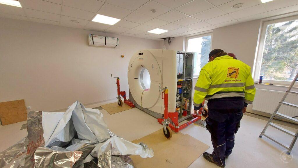 montaż nowego tomografu komputerowego w siemiatyckim szpitalu